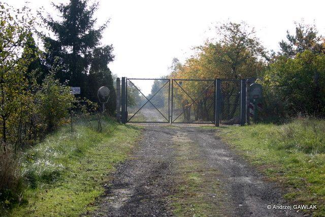 Brama wjazdowa na strefę ogniową 76. dr OP.