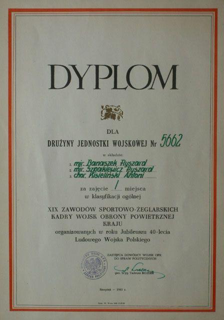Dyplom z 1983 roku.