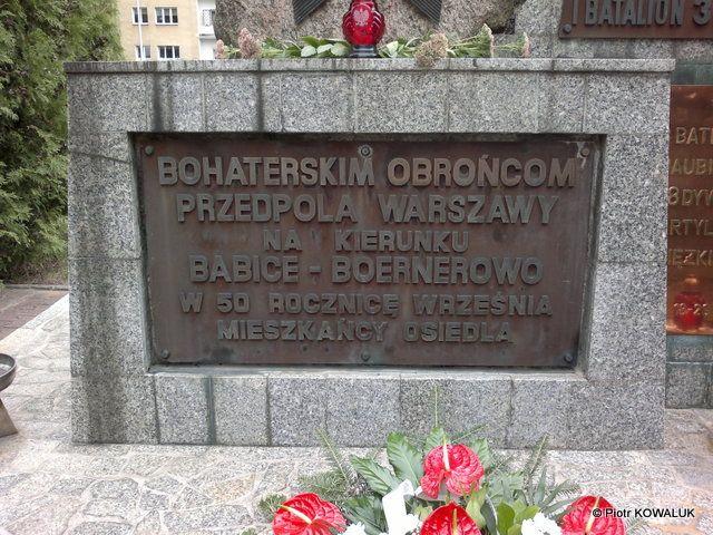 Tablica na pomniku Obrońców Warszawy 1939 roku.