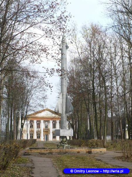 Pomnik S-25 na terenie byłego wojskowego miasteczka 190. Bazy Technicznej, zwanej Goliczyńską.