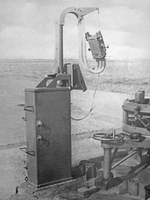 Szafa-maszt kablowy do wydawania zasilania i sygnałów startowych na pokład rakiety.