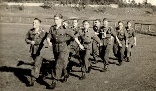 Reprezentacja 1 baterii podchorążych - Koszalin 1949r.