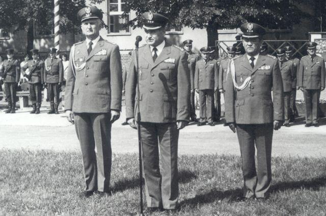 Przekazanie obowiązków Komendanta CSS. Od lewej: zdający - płk Mieczysław Sławiński,