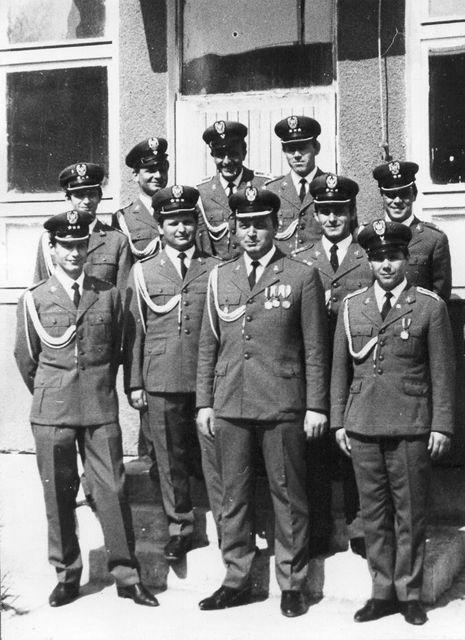 Kadra baterii radiotechnicznej i dowódca 38 da OPK mjr Wacław Marzec.