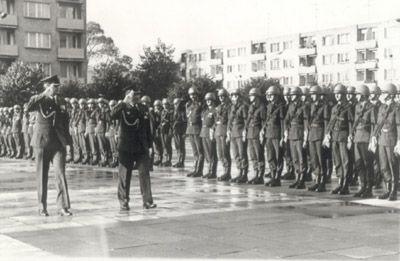 Dzień Wojska Polskiego 12.10.1983. Przegląd wojsk - ppłk Edward Kornicki i mjr Zbigniew Przęzak.